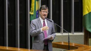 Em projeto de lei, deputado quer estender a indígenas de áreas urbanas prioridade em vacina