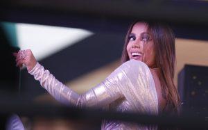 Anitta diz que está na quarta noite internada, mas tranquiliza fãs: 'Já me sinto melhor'