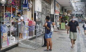 Sem auxílio emergencial, varejo paulista deve deixar de faturar 2,6% em 2021, aponta FecomercioSP
