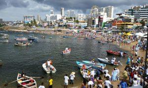 Dia de Iemanjá tem praias bloqueadas e comércio fechado no Rio Vermelho, em Salvador