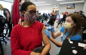 Em duas semanas, vacinação em massa faz contágio do coronavírus cair 39% nos EUA