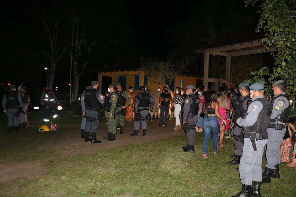 Em meio à pandemia, festa de aniversário com cerca de 50 pessoas é encerrada no Tarumã, em Manaus