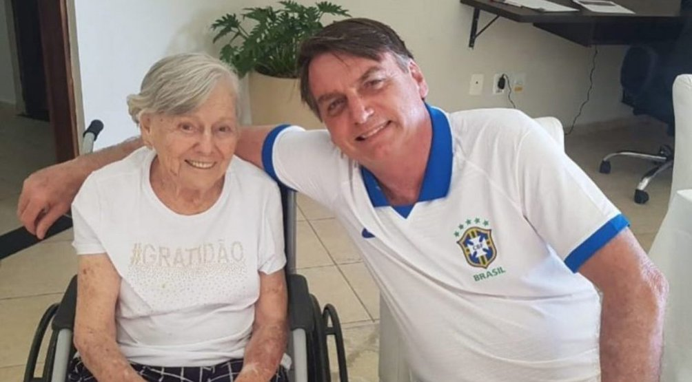 Mãe de Bolsonaro tomou a vacina do Doria