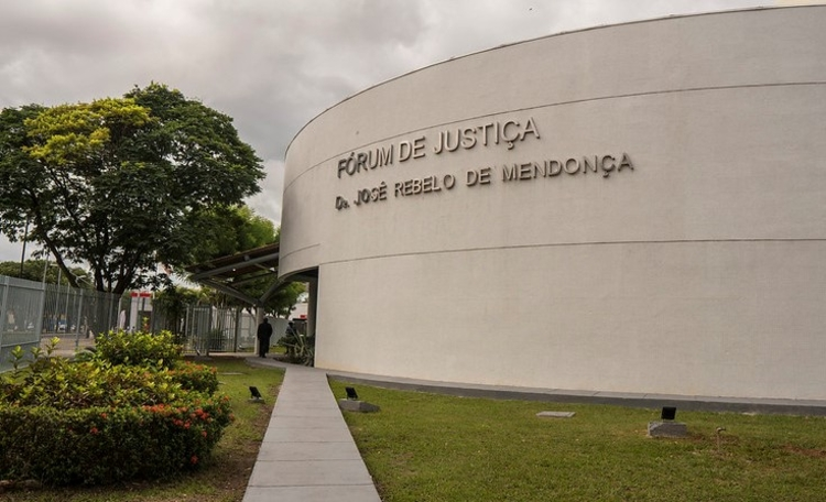 Justiça bloqueia R$ 500 mil do Governo do AM por não transferir pacientes