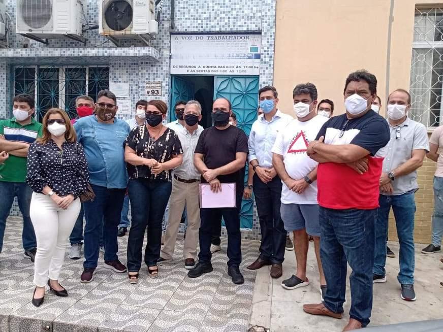 Empresários de Manaus iniciam onda de demissões em protesto contra comércio fechado