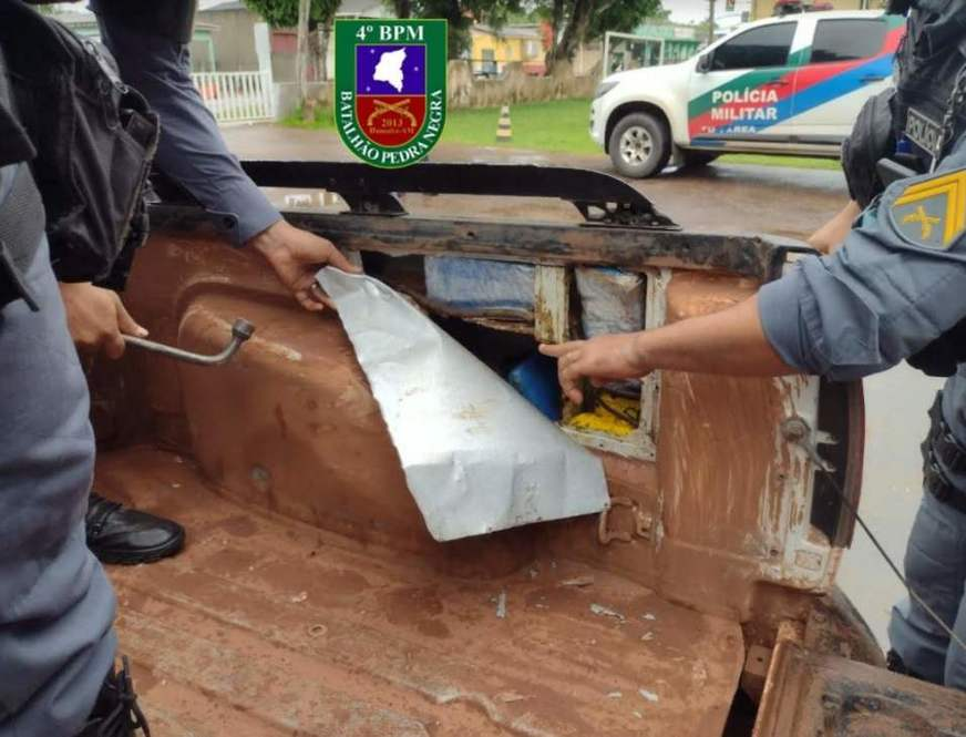 PM prende dois homens e apreende 60 quilos de cocaína em Humaitá