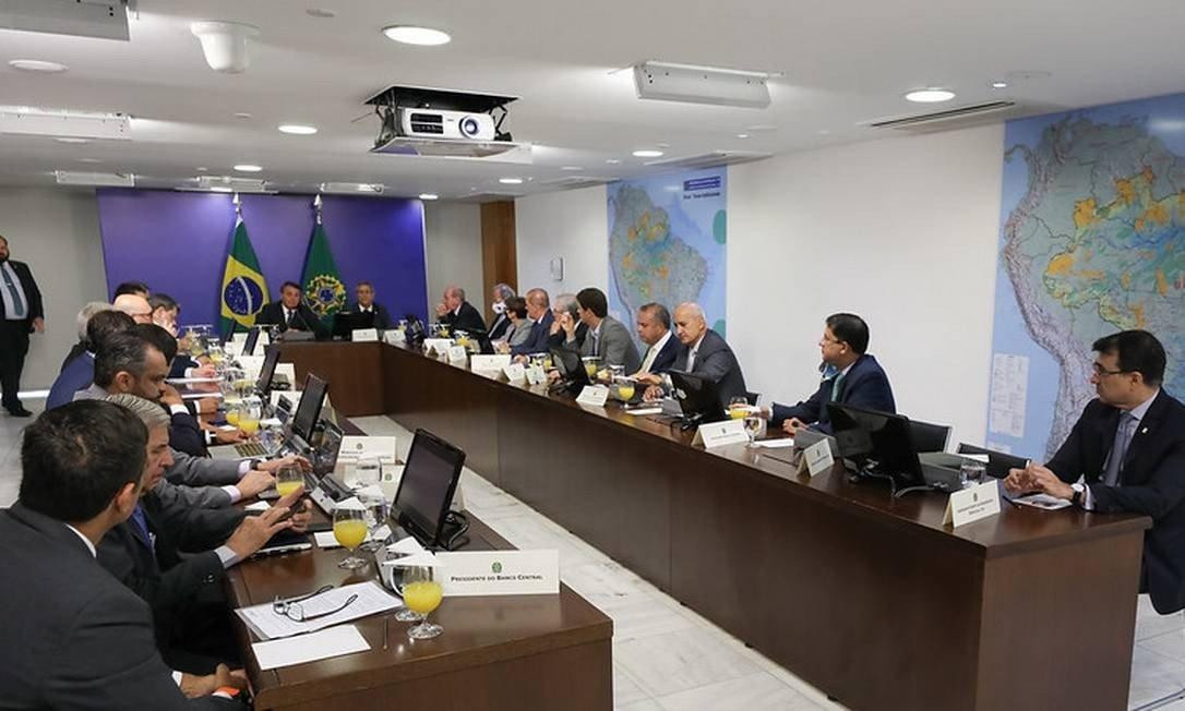 Descontente com Mourão, Bolsonaro exclui vice de reunião com ministros