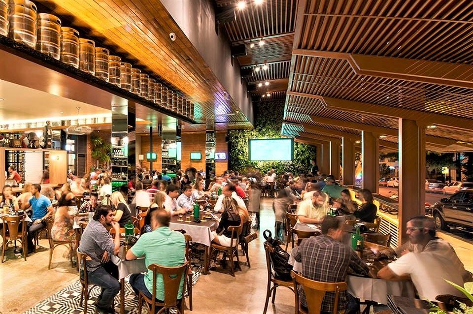 Justiça derruba decisão de Paes e amplia para 20h limite para bares e restaurantes funcionarem