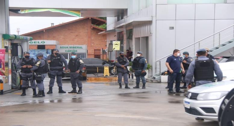 Ameaça de protesto contra aumento do preço da gasolina faz polícia reforçar segurança em rotatória na Zona Leste de Manaus