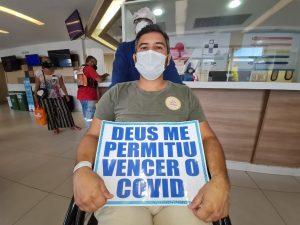 Primeiro paciente de Rondônia recebe alta após tratamento contra Covid em Manaus: 'Nasci de novo', diz
