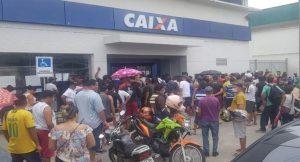 Venda de vaga em fila da Caixa Econômica Federal é denunciada em Manaus