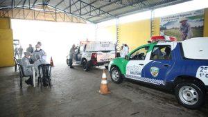 Amazonas começa a vacinar policiais e bombeiros com doses de reserva técnica que vencem em abril
