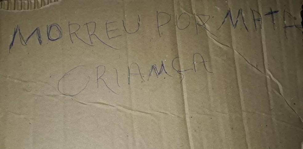 Homem é morto e criminosos deixam bilhete para a polícia em Manaus