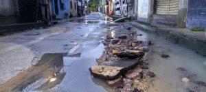 Chuva forte alaga ruas e enxurrada invade casas em Manaus