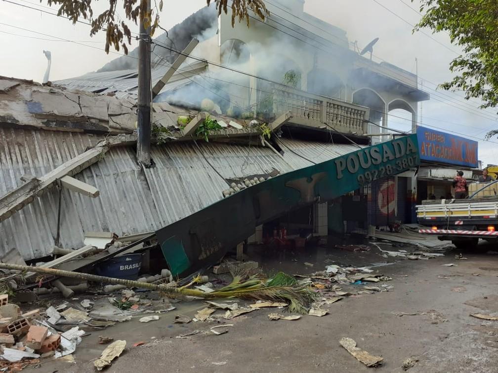 Prédio é atingido por incêndio e desaba no interior do Amazonas