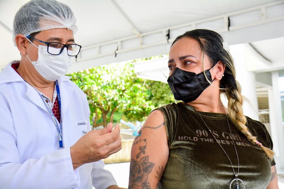 Manaus vacina pessoas de 18 a 34 anos com doenças preexistentes contra a Covid-19