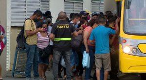 Ônibus do transporte coletivo de Manaus seguem com aglomeração mesmo com pandemia
