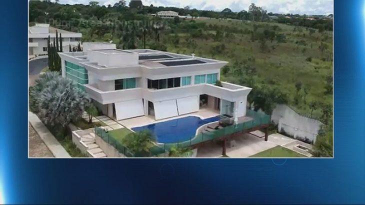 Promotoria vai apurar empréstimo de banco na compra de mansão de Flávio Bolsonaro