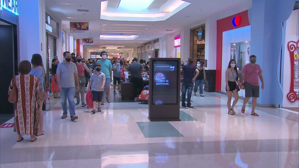 Governo do AM amplia em 1h abertura de shoppings e autoriza realização de eventos