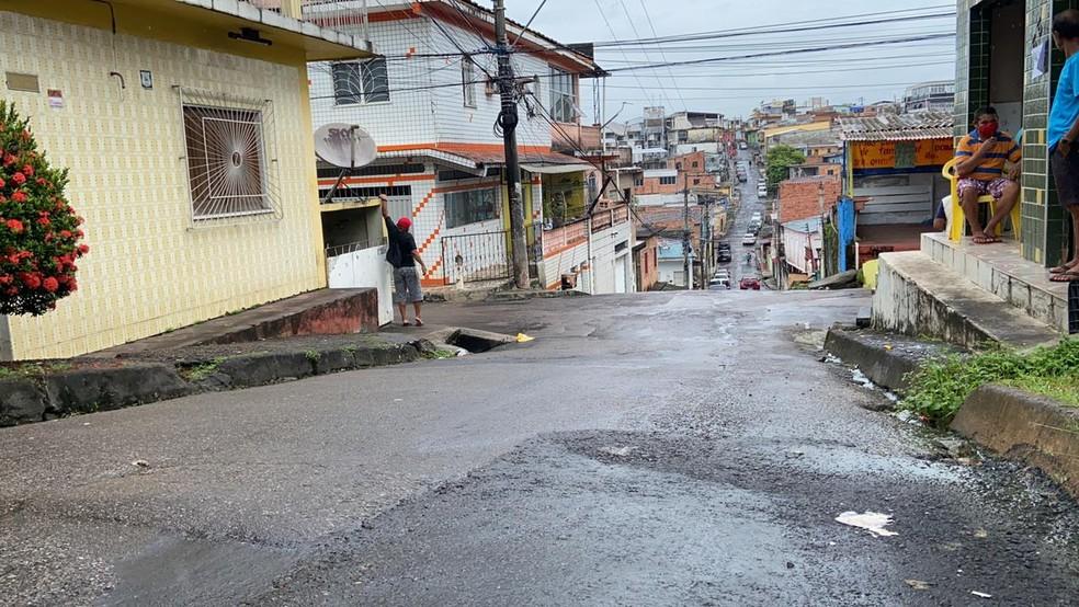 Homem morre em troca de tiros com policiais no bairro Compensa, em Manaus