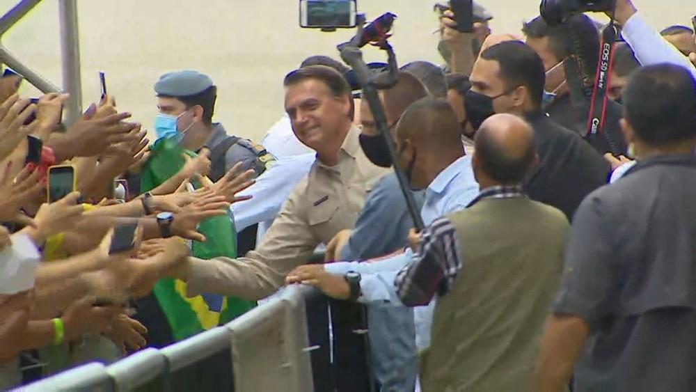 Bolsonaro leva Pazuello na 1ª viagem a Manaus após colapso hospitalar pela Covid