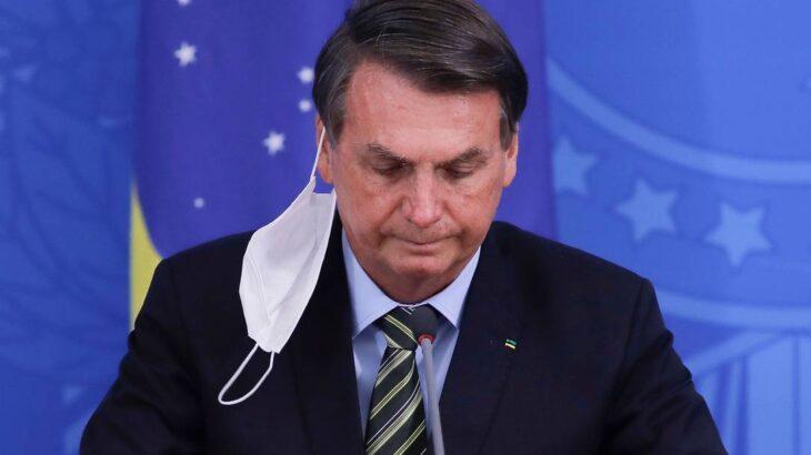 Presidente da República, Bolsonaro visita comunidades em Brasília, sem máscara, e causa aglomeração