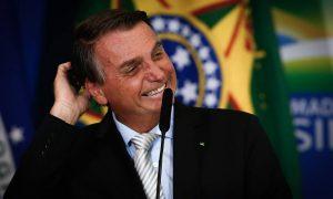 Bolsonaro ignora 4 mil mortes, ironiza título de genocida e critica medidas restritivas