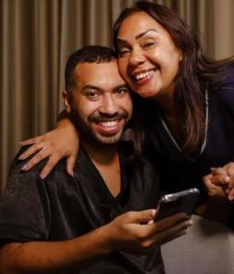 Mãe de Gil do Vigor pega carona na fama de ex-BBB e recebe 40 convites para comerciais