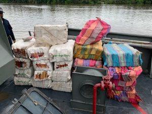 Uma tonelada de drogas e armas de grosso calibre são apreendidas com cinco traficantes em Japurá