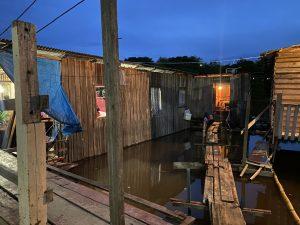 Chega a 15 número de bairros afetados pela cheia do Rio Negro em Manaus
